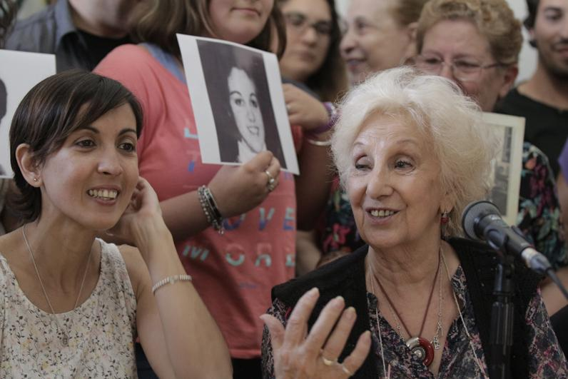 <p>Conferencia de prensa en la sede de Abuelas, donde se informó la restitución de la Nieta 126, la hija de Edgardo Garnier y Violeta Ortolani</p>