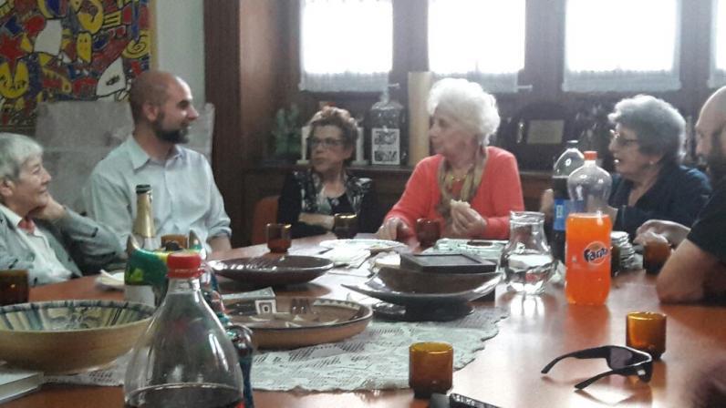 <p>Alba Lanzillotto, junto a su sobrino Maxi, el nieto 121, en la Casa de las Abuelas.&nbsp;</p>