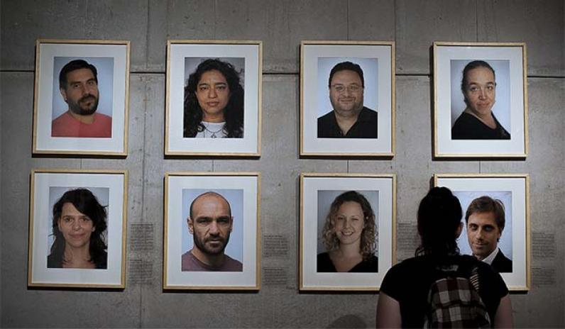"""<p>Innauguración de la muestra fotográfica """"Nietos/as"""" de Alejandro Reynoso, con textos de Eugenia Ludueña, en el Centro Cultural de la Cooperación para los 39 años de Abuelas.</p>"""