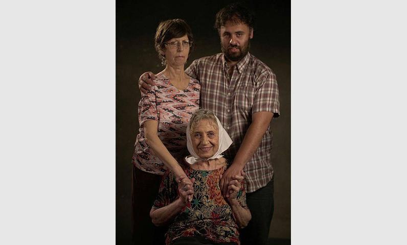 <p>Berta Schubaroff junto a su hija Nora Gelman y su nieto Jorge.</p>